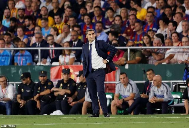 Messi bất lực trong ngày Barcelona gục ngã trước Valencia - 11