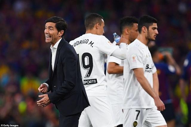 Messi bất lực trong ngày Barcelona gục ngã trước Valencia - 20