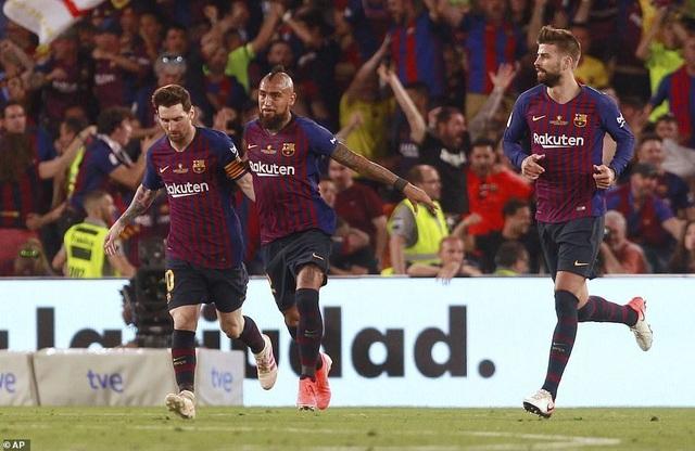Messi bất lực trong ngày Barcelona gục ngã trước Valencia - 16