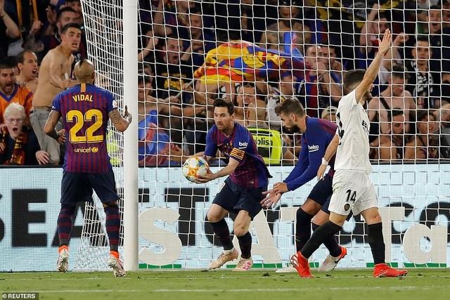 Messi bất lực trong ngày Barcelona gục ngã trước Valencia - 15