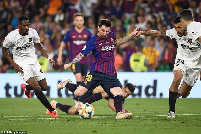 Messi bất lực trong ngày Barcelona gục ngã trước Valencia - 14