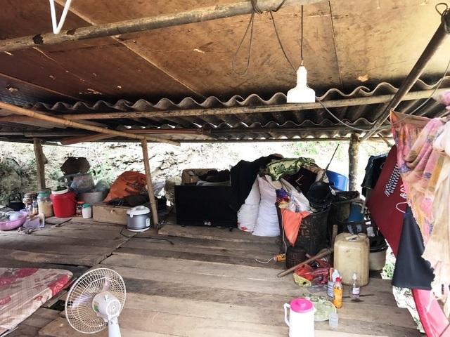 Dânsống trong lều tạm bợchờtái định cư - 6
