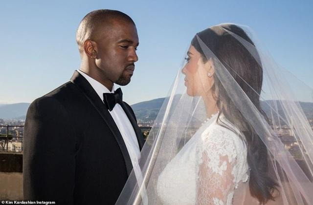 Ảnh cưới chưa từng công bố của Kim Kardashian - 4