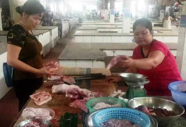 """Hàng trăm sạp thịt lợn """"gác thớt"""": Chỉ được phép tiêu thụ trong vùng dịch - 4"""
