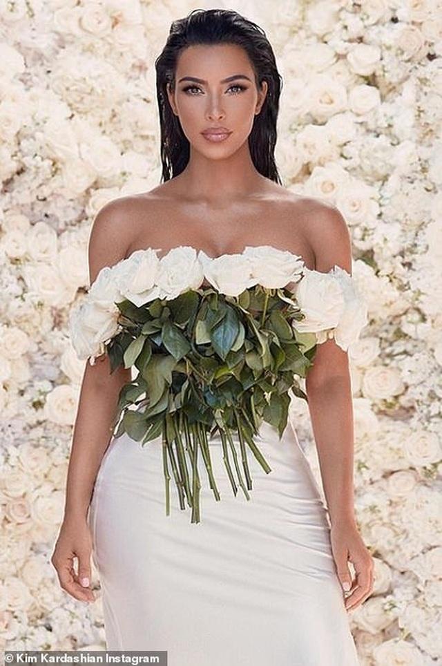 Ảnh cưới chưa từng công bố của Kim Kardashian - 10
