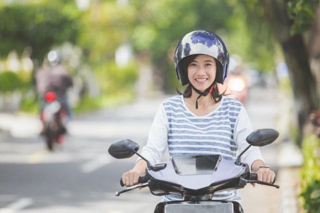 Cách đi xe máy tiết kiệm xăng và bền lâu chị em phụ nữ cần biết - 1