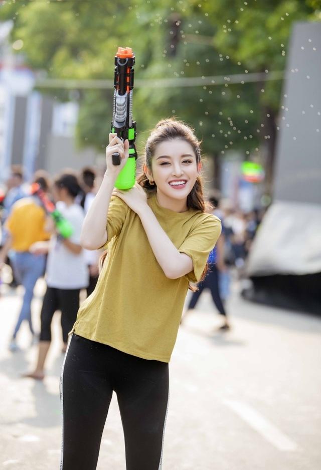 Sở thích lạ lùng của Á hậu Huyền My, Văn Mai Hương - 1