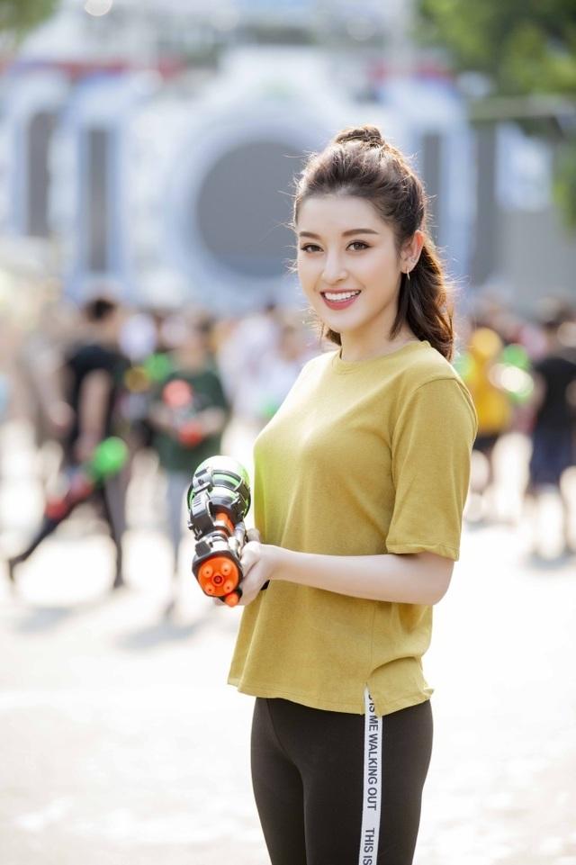 Sở thích lạ lùng của Á hậu Huyền My, Văn Mai Hương - 3