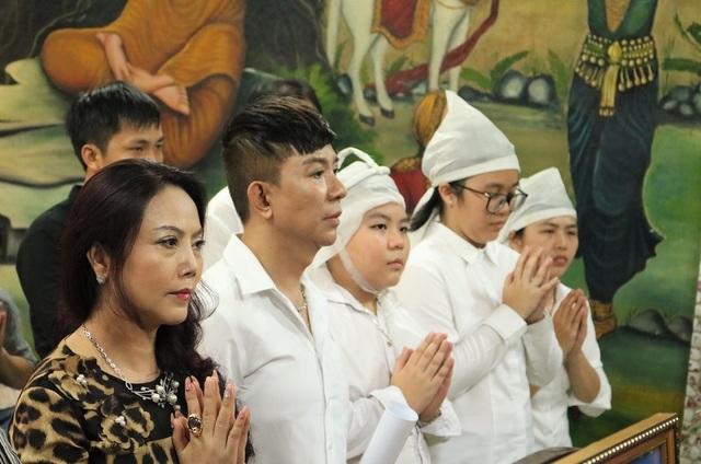 """Long Nhật khóc nghẹn trong lễ cầu siêu """"người tình âm nhạc"""" Vương Bảo Tuấn - 6"""
