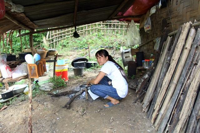 Dânsống trong lều tạm bợchờtái định cư - 4