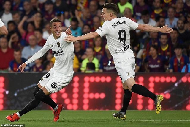 Messi bất lực trong ngày Barcelona gục ngã trước Valencia - 4