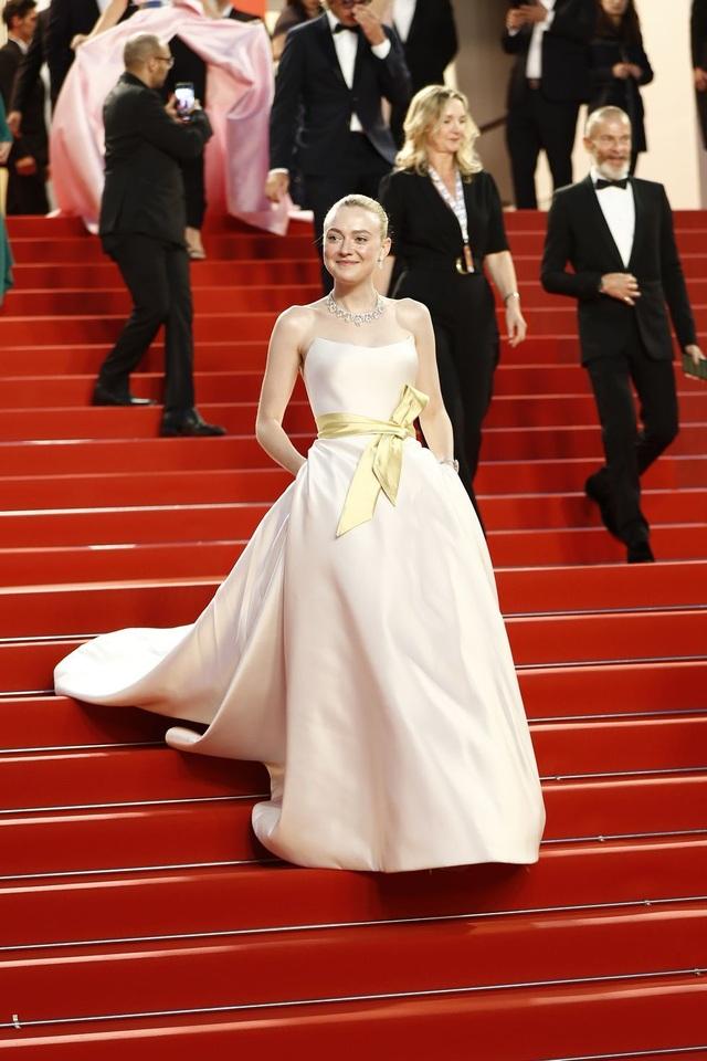 Những bộ váy đẹp nhất trên thảm đỏ Cannes 2019 - 12