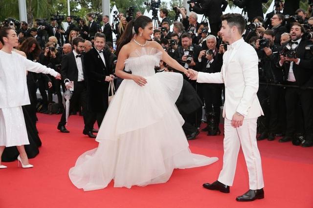 Những bộ váy đẹp nhất trên thảm đỏ Cannes 2019 - 19