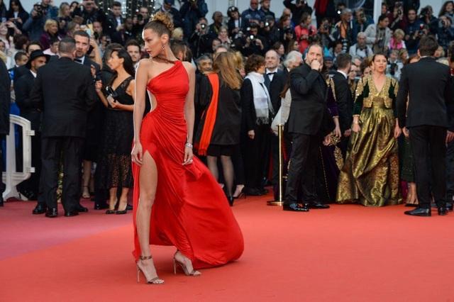 Những bộ váy đẹp nhất trên thảm đỏ Cannes 2019 - 25