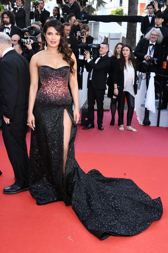 Những bộ váy đẹp nhất trên thảm đỏ Cannes 2019 - 27