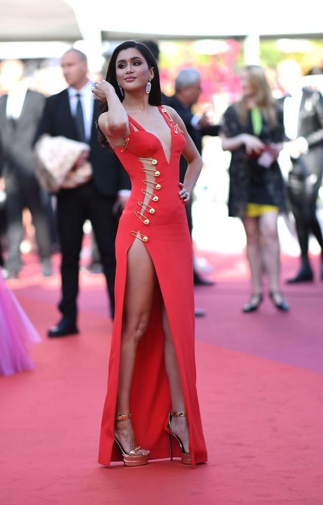Những bộ váy đẹp nhất trên thảm đỏ Cannes 2019 - 29