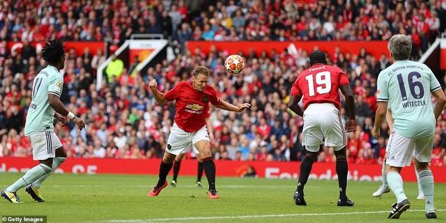 Beckham tỏa sáng, huyền thoại Man Utd thắng huyền thoại Bayern 5-0 - 16