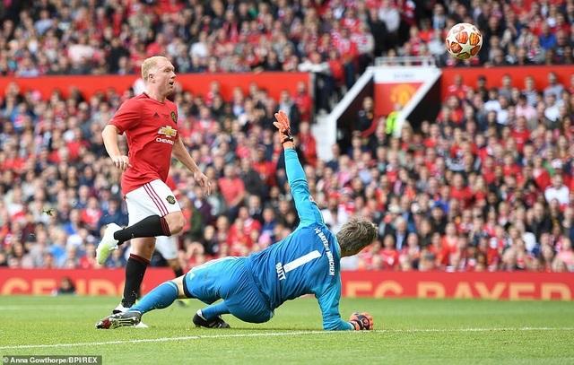 Beckham tỏa sáng, huyền thoại Man Utd thắng huyền thoại Bayern 5-0 - 15