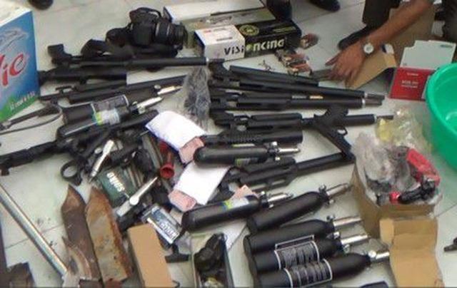"""Qua nước ngoài mua súng đạn, """"ủ mưu"""" khủng bố bị xử 6 năm tù - 2"""