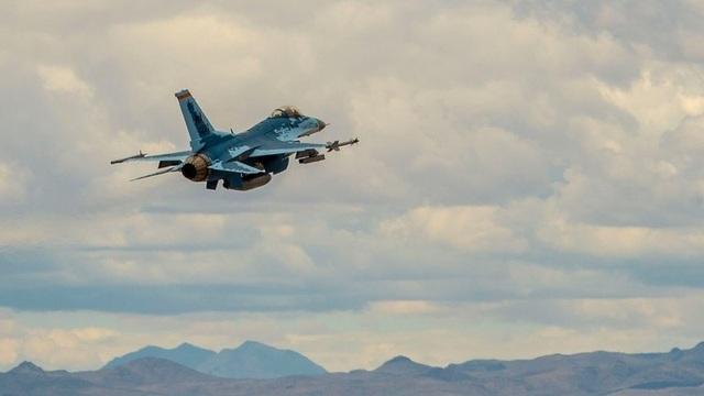 """Video F-16 Mỹ """"cải trang"""" thành Su-57 Nga lần đầu cất cánh - 1"""