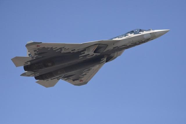 """Video F-16 Mỹ """"cải trang"""" thành Su-57 Nga lần đầu cất cánh - 2"""