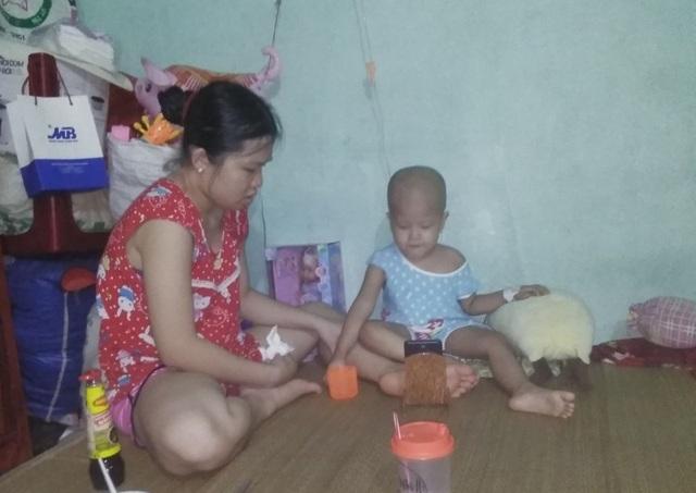 Xót xa bé gái 3 tuổi đã phải chống chọi bệnh ung thư máu - 1