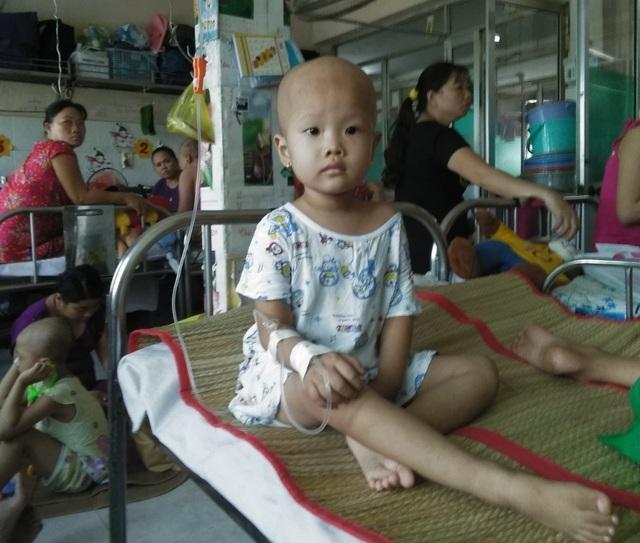 Xót xa bé gái 3 tuổi đã phải chống chọi bệnh ung thư máu - 8
