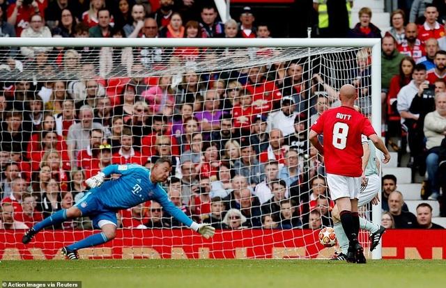 Beckham tỏa sáng, huyền thoại Man Utd thắng huyền thoại Bayern 5-0 - 7