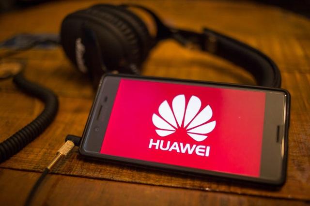 Huawei: Lệnh cấm của Trump có thể khiến 10.000 người Mỹ mất việc - 1
