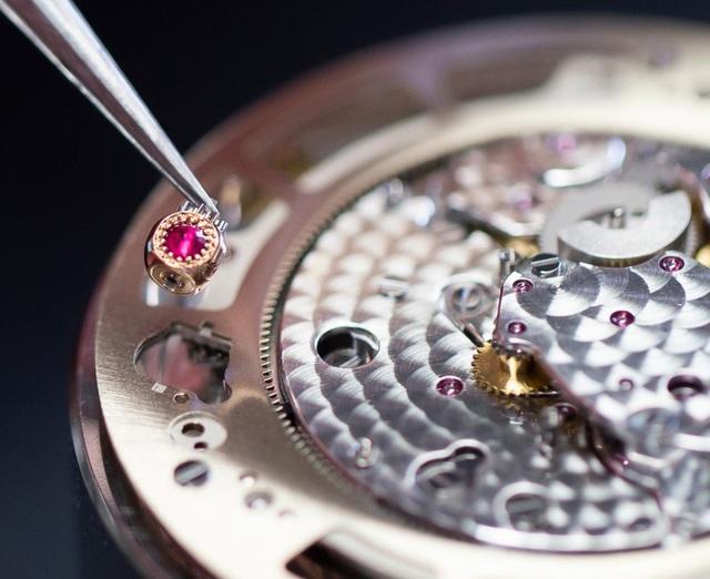 Jaquet Droz đưa bức hoạ động đầm sen lên đồng hồ Magic Lotus Automaton - 4