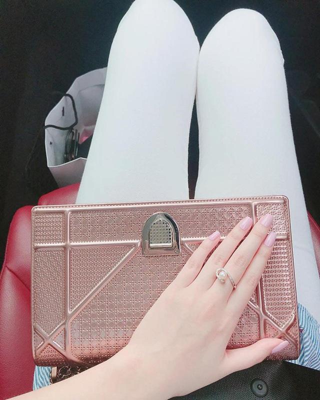 Em gái xinh đẹp của Mai Phương Thúy có phải yêu nữ hàng hiệu như chị? - 8