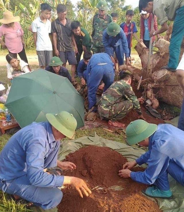 Phát hiện hài cốt liệt sĩ cùng bia đá trong khuôn viên trường THPT - 1