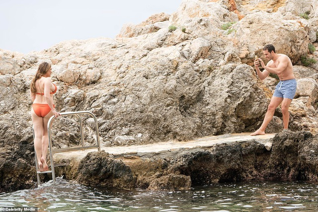 Kelly Brook diện bikini khoe dáng nảy nở - 4
