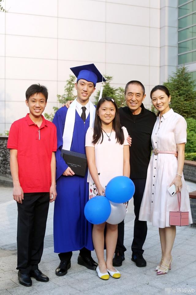 Trương Nghệ Mưu tự hào về con trai cả tài năng, điển trai - 1