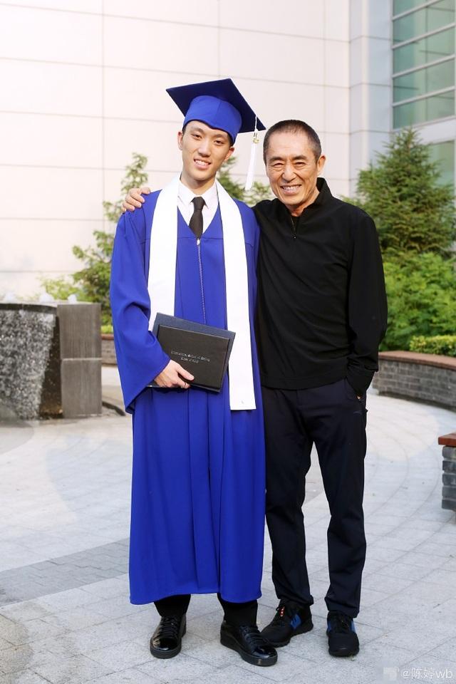 Trương Nghệ Mưu tự hào về con trai cả tài năng, điển trai - 4