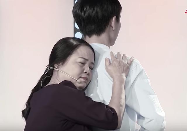 Việt Hương khóc hết nước mắt trước người mẹ hiến tạng con để cứu người - 1