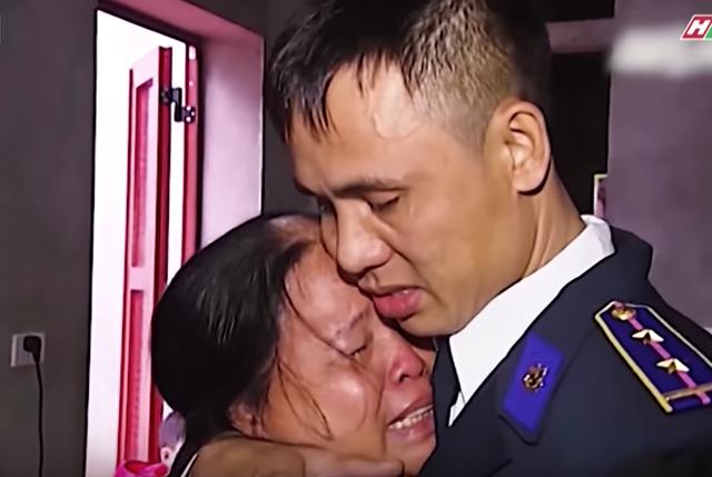 Việt Hương khóc hết nước mắt trước người mẹ hiến tạng con để cứu người - 4