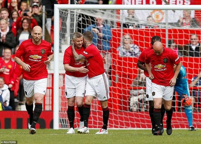 Beckham tỏa sáng, huyền thoại Man Utd thắng huyền thoại Bayern 5-0 - 2