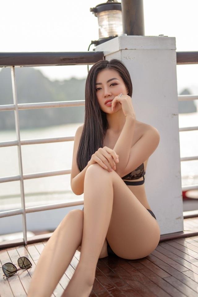 Lan Cave Thanh Hương khoe body nóng bỏng, siêu vòng 3 với bikini - 1