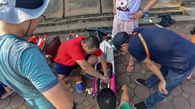 Thú chơi tàu siêu tốc mô hình xé nước mặt hồ Hà Nội - 6