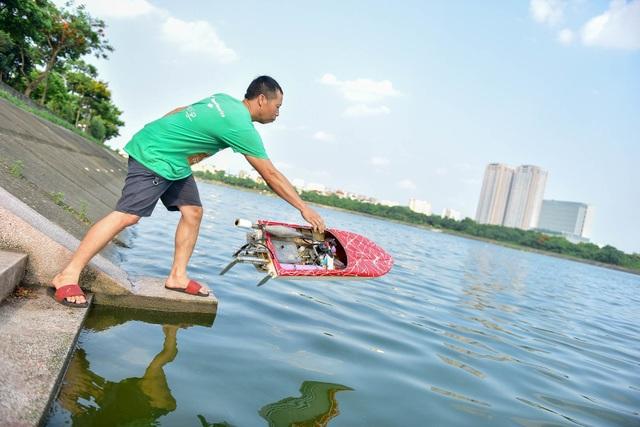 Thú chơi tàu siêu tốc mô hình xé nước mặt hồ Hà Nội - 8