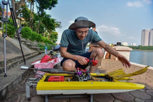 Thú chơi tàu siêu tốc mô hình xé nước mặt hồ Hà Nội - 5