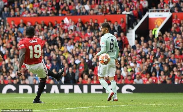 Beckham tỏa sáng, huyền thoại Man Utd thắng huyền thoại Bayern 5-0 - 4