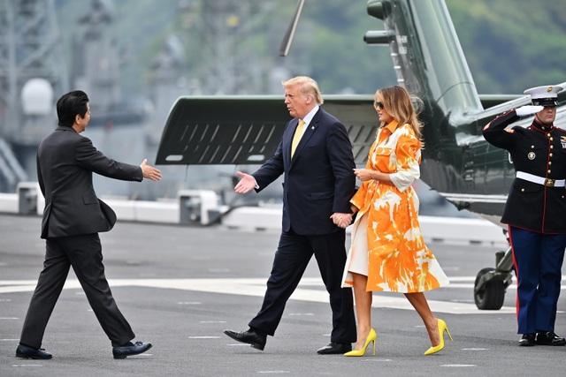 Ông Trump trở thành tổng thống Mỹ đầu tiên thăm tàu chiến Nhật Bản - 2