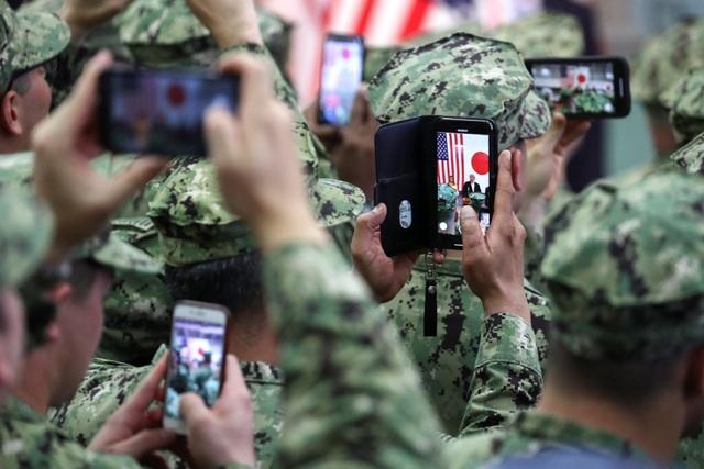 Ông Trump trở thành tổng thống Mỹ đầu tiên thăm tàu chiến Nhật Bản - 7