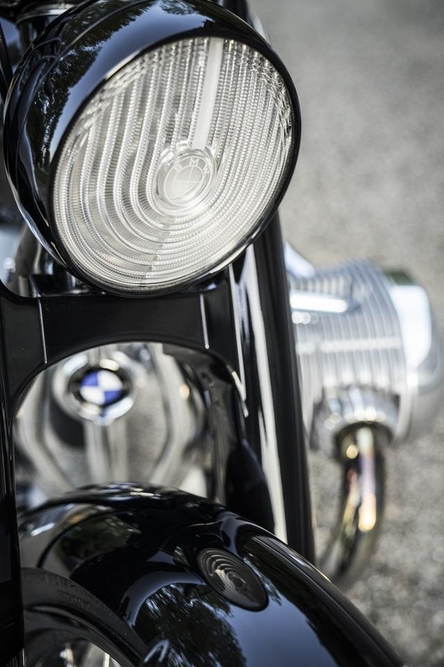 BMW hút hồn người mê môtô bằng concept R18 - 13
