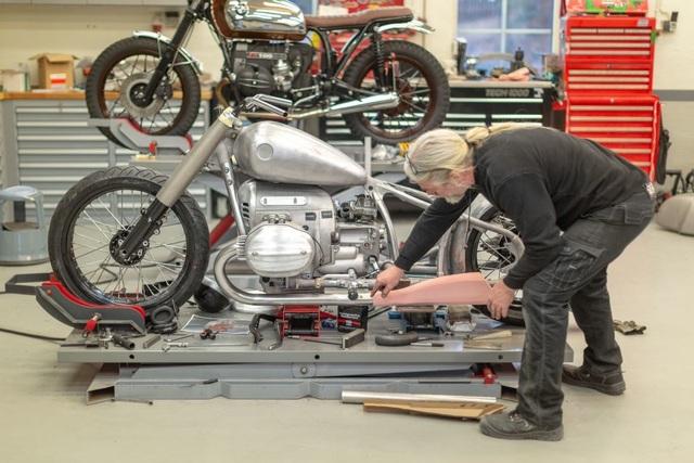 BMW hút hồn người mê môtô bằng concept R18 - 3