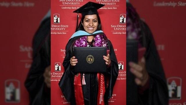 Cô gái chụp ảnh tốt nghiệp với bố mẹ nông dân trên đồng gây sốt - 5