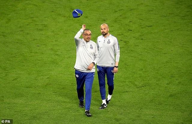 HLV Sarri đùng đùng bỏ buổi tập, Chelsea bất ổn trước chung kết Europa League - 2
