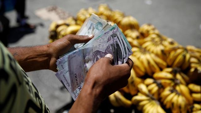 Venezuela công bố chỉ số siêu lạm phát giữa lúc khủng hoảng - 1